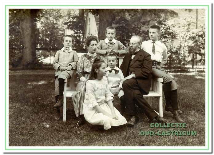 Het gezin Jacobi in gelukkiger dagen (1911-1912).