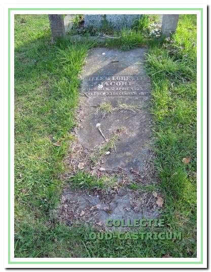 De gebroken zerk op het graf van de jong overleden Willem Lodewijk Jacobi.