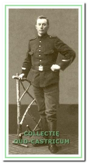 Klaas Veldt, broer van Gerrit, werd in mei 1905 opgeroepen voor de militaire dienst en ingedeeld bij het Regiment Vesting Artillerie. In 1913 wordt hij overgeschreven naar de Landweer en vervolgens was hij gemobiliseerd tot 31 december 1918.