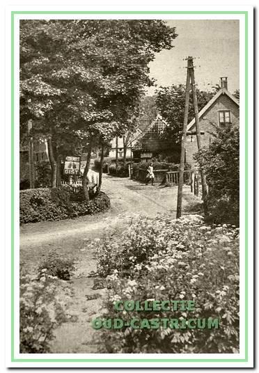 Een kijkje vanaf het pad naar de ziekenbarak de Kramersweg in.