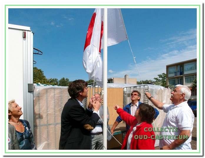 Opening van de locatie aan het Kooiplein door burgemeester Mans in juni 2012.