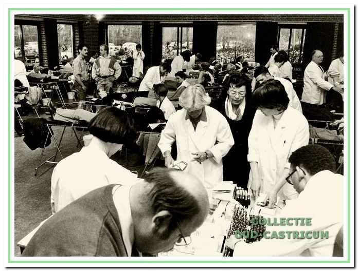 Grootschalige bloedafnameavonden, zoals in 1994 in het Clusius college, behoren tot het verleden.