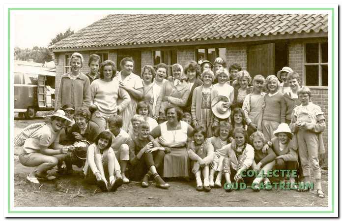 De groep meisjes, waarvoor in 1961 ook een Tour de Flevo werd georganiseerd.