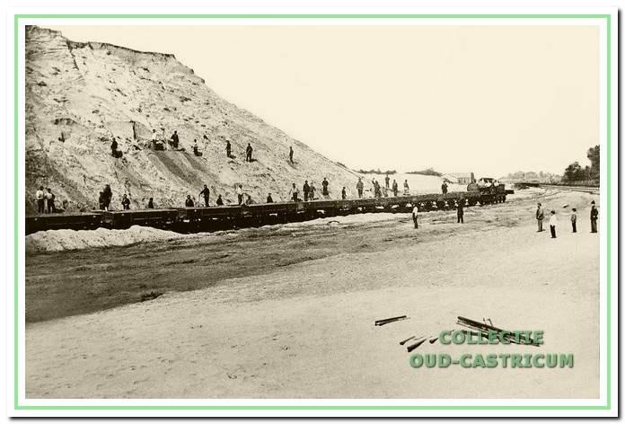Afgraving op de Zanderij in 1862. Het smalspoor op de voorgrond diende voor de afvoer van zand richting station.