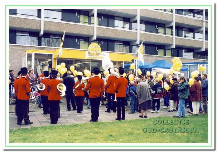 De feestelijke viering van het 25-jarig bestaan op 22 april 1995 werd opgeluisterd door Emergo.
