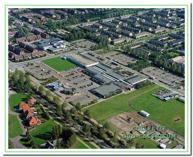 Voor de nieuwbouw van bibliotheek en Geesterhage werd het terrein ten noorden van het winkelcentrum gekozen.