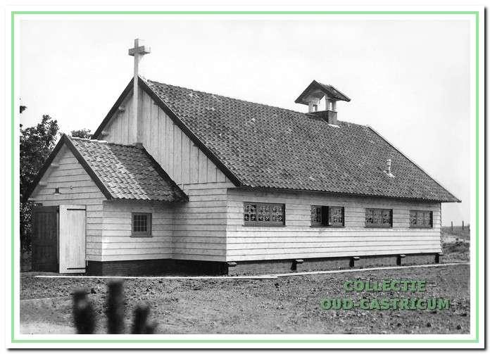 Het kinderkoloniehuis had een eigen kapel, hier nog zonder luiklok.