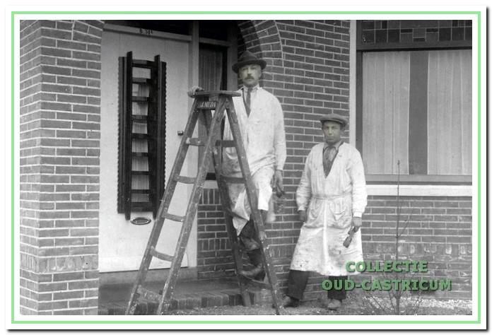 Johan Weda met een schildersknecht.