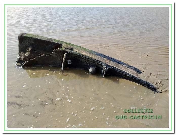 De Salamander gestrand in Castricum aan Zee.