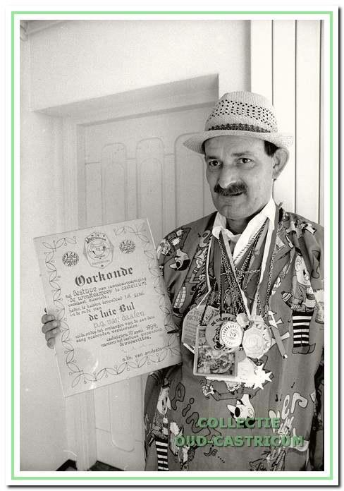 De orde van de luie Bul van de Carnavalsvereniging De Windtrappers,.