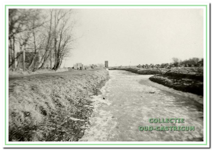 De Ciebeek met het waterhuis of pompgemaal. Het stond ter hoogte van wat nu 't Strengh is.