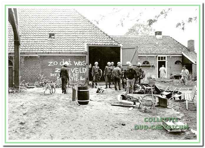 Boerderij Zeeveld na de ontruiming, Noorderstraat 2 in Bakkum 1987.