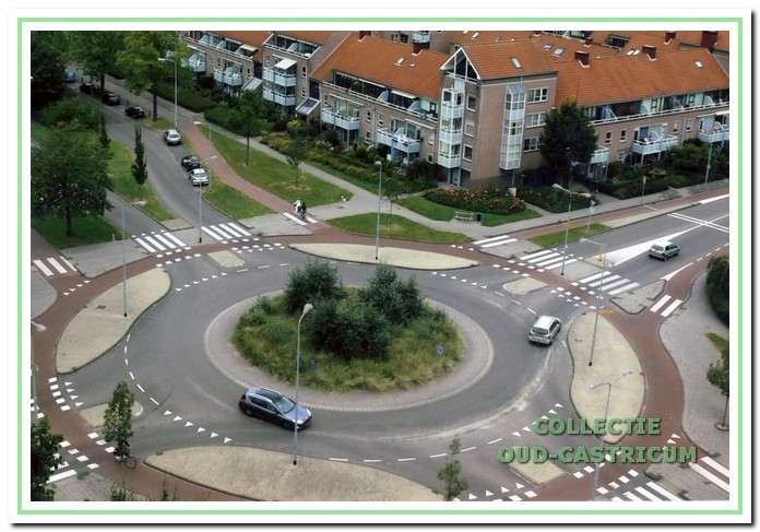 De rotonde bij de C.F.Smeetslaan en de Geesterduinweg.