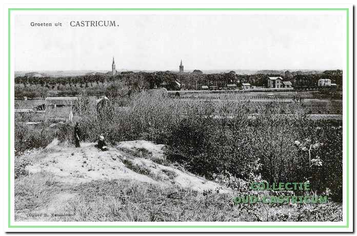 Zicht vanaf de Papenberg op de spoorbaan, het station en daarachter het dorp met de beide kerktorens in 1907.