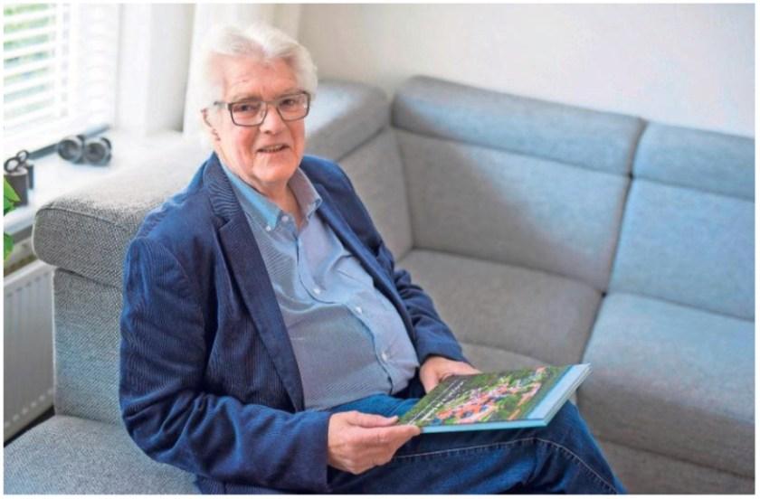 Jan Camps, auteur van het gisteren gepresenteerde boek 'Landgoed in de duinen'. Foto Heleen Vink.