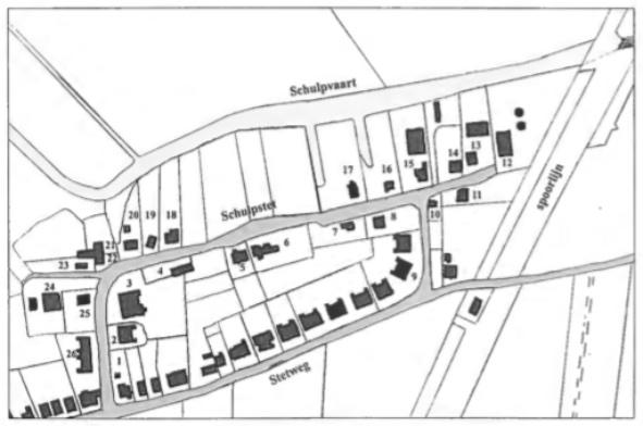 Dit kaartje geeft de situatie omstreeks 1940. De nummers worden in de tekst gebruikt bij de vermelding van de verschillende huizen en hun bewoners.