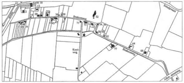 Dit kaartje geeft de situatie omstreeks 1940. In de tekst wordt naar deze huisnummers verwezen bij de vermelding van de verschillende huizen en bewoners.