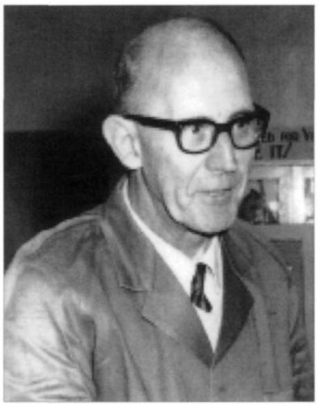 De Bakkummer Simon Belgraver op 60-jarige leeftijd in Australië. Als laborant leverde hij de stoffen die nodig waren voor het maken van vliegtuigbenzine.