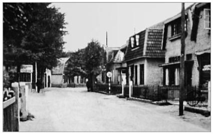 Café Duin en Bosch is nog net links achteraan zichtbaar.