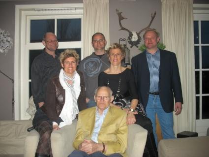 Vader Bank met achter hem zijn vijf kinderen in 2010.