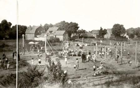 Het speeltuintje aan het eind van de Tetburgstraat, waar veel kinderen zich in de jaren '50 vermaakten.