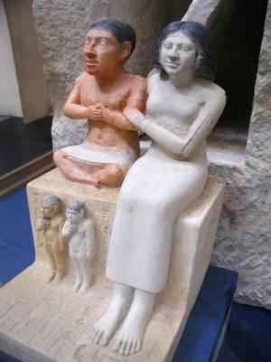 Kalkstenen beeld van Seneb en zijn vrouw Senetites