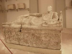 De zogenaamde 'sarcofago dell'obeso' in het Museo Archeologico Nazionale di Firenze