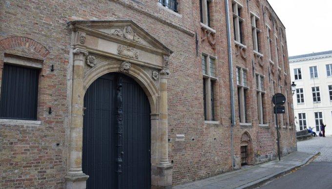 """Het huis """"De Noodt Gods"""", een voormalig nonnenklooster te Brugge waar de geesten van twee jonge geliefden zouden rondwaren"""