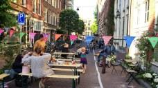 De laatste dag van de leefstraat voor ieder die even wilde komen borrelen, oa buurtgenoten uit de Noorderstraat, Nieuwe Looiers en -dwars