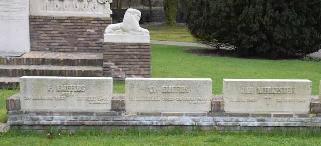 Grafstenen slachtoffers Fort bij 't Hemeltje