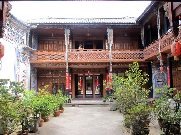 Xizhou Bai house courtyard