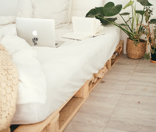 https://i1.wp.com/www.ouidoo.ch/wp-content/uploads/2020/11/turned-on-silver-macbook-on-white-bed-916337.jpg?resize=320%2C272&ssl=1