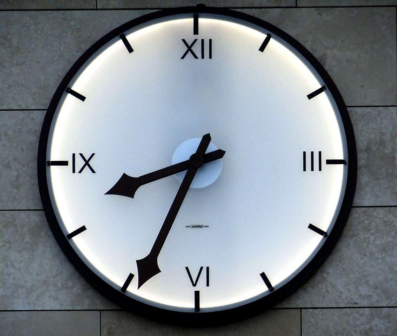 photo-horloge-moderne-apprentissage-entrelacé
