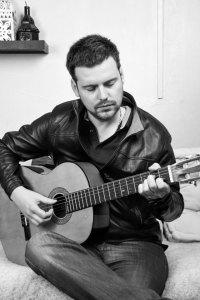 photo-roman-buchta-progresser-à-la guitare