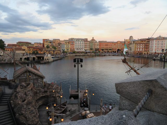 I love this photo from DisneySea, this is looking back towards the entrance.