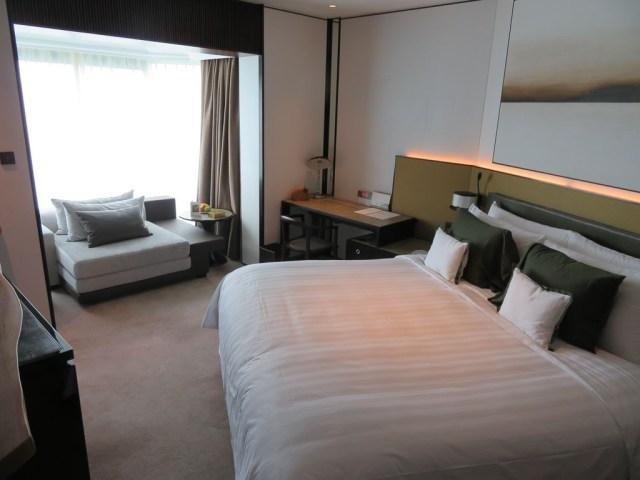 Shangri La deluxe room