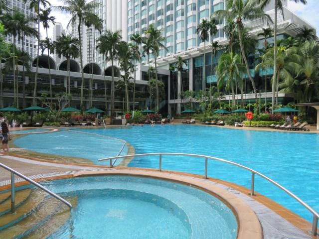 Shangri-La Hotel Singapore pool