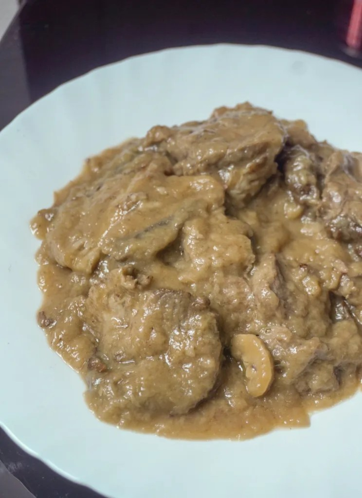 SLICED ROAST BEEF WITH MUSHROOM GRAVY SAUCE (PHP 520)