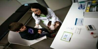 Farmácias apostam em serviços que vão muito além dos medicamentos   Panorama Farmacêutico