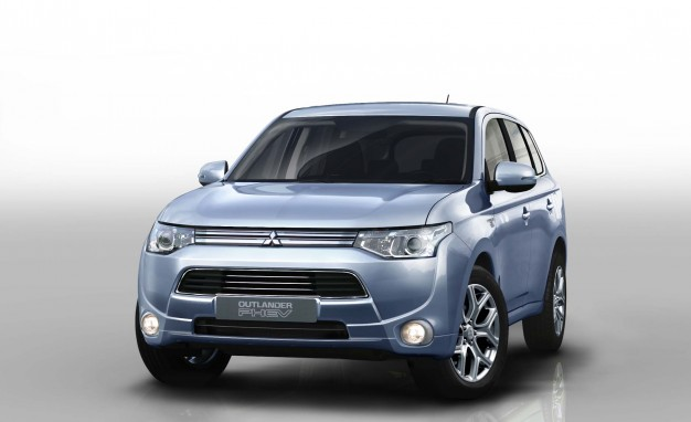 Mitsubishi to Bring Outlander Plug-In Hybrid to U.S. Next Year, Possibly Revive Montero—With PHEV Tech