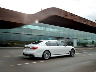 2016-BMW-7-rr-outside-M