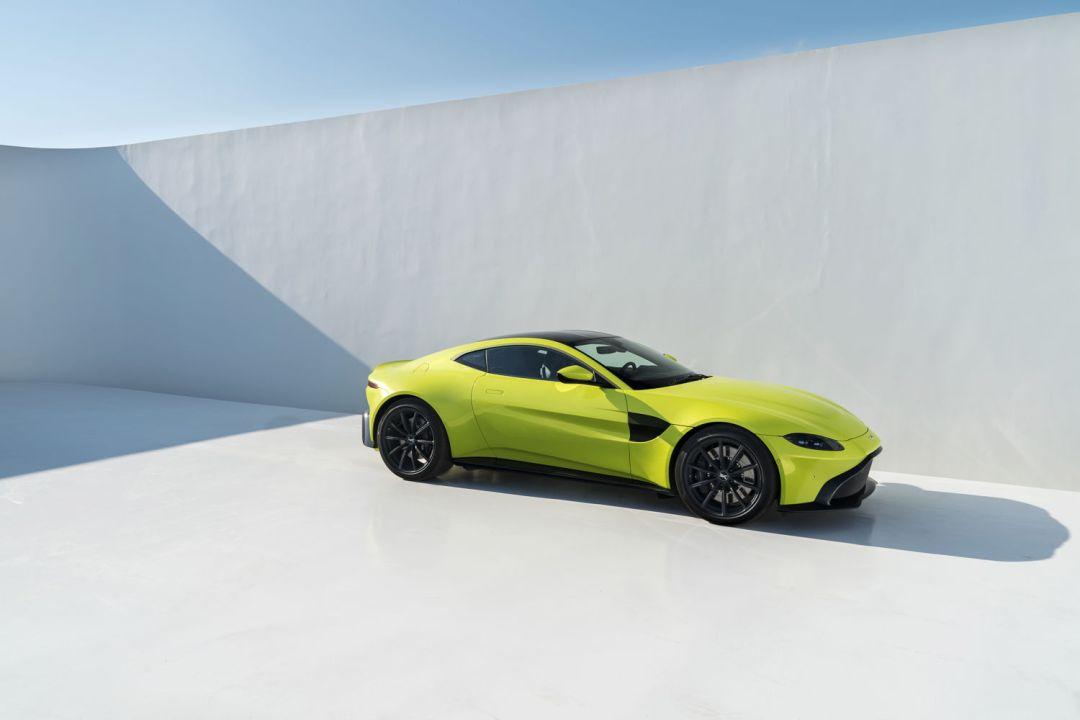 Aston_Martin_VantageLime_Essence10-jpg_7553