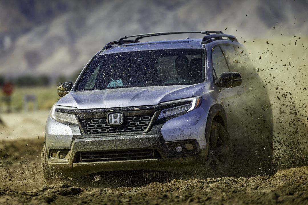 07_2019_Honda_Passport_with_Accessory_Roof_Rack__Running_Boards_and_Fender_Flares