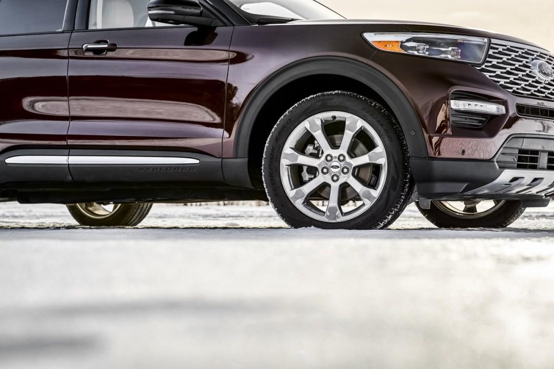 19-Ford-Explorer-Platinum_1280x853