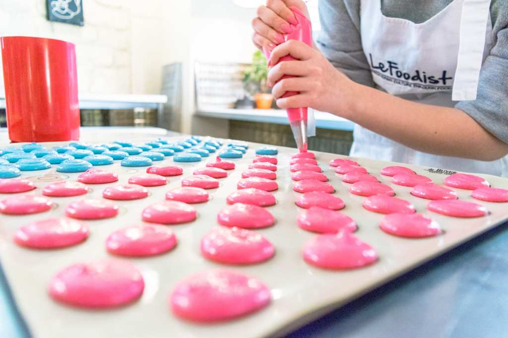 Baking Macarons in Paris with Le Foodist