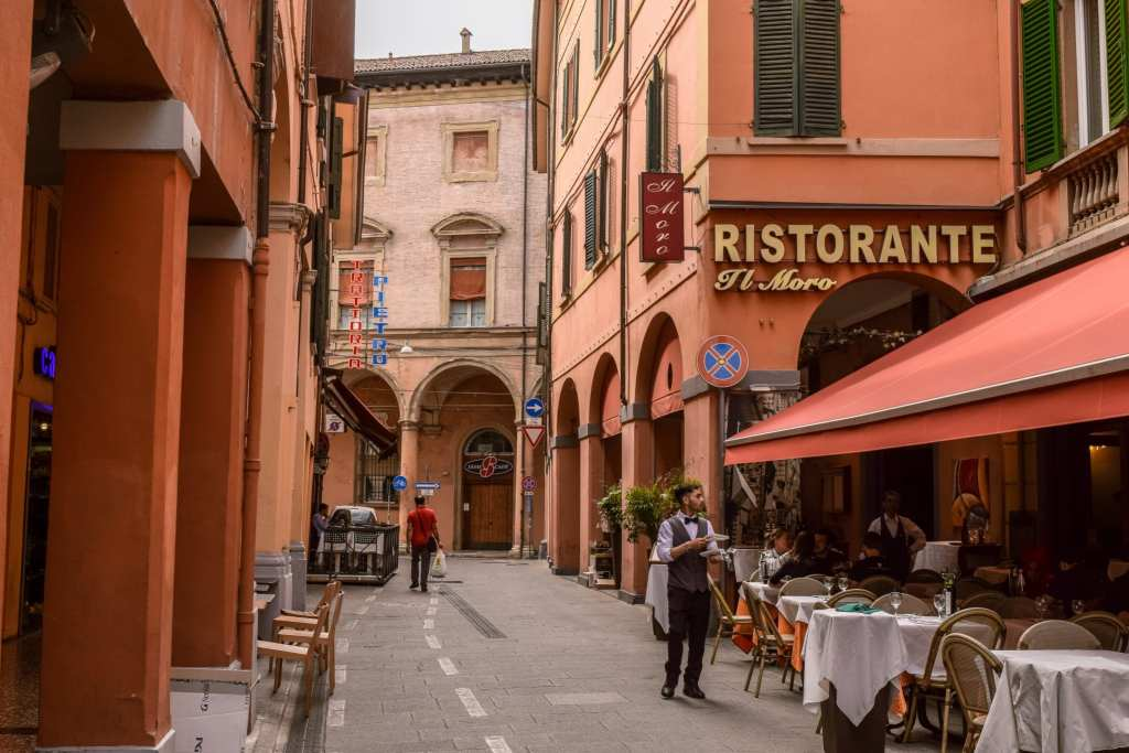 The Best Things to Do in Bologna: Explore Streets