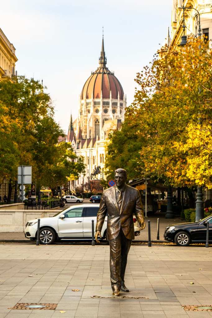 What to Do in Budapest: Visit Ronald Reagan Statue