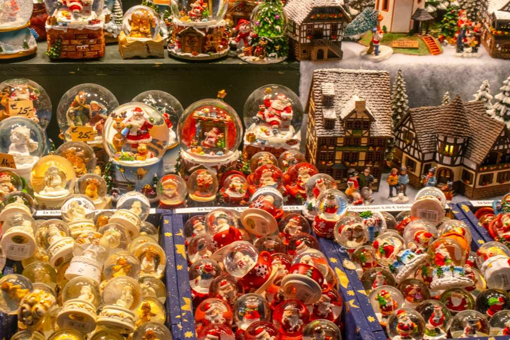 Austria Christmas Market Trip: Snow Globes