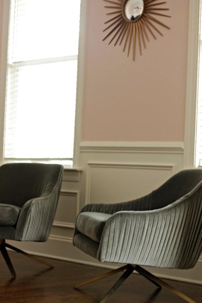 pink walls - grey chairs