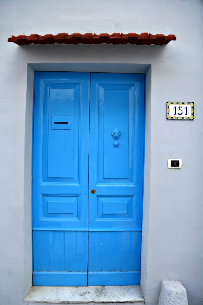 positano blue door